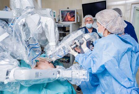 Modern surgical system. Medical robot. Minimally invasive robotic surgery. Zdjęcie Seryjne