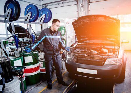 Engine oil change. Car repair. Auto background Stockfoto