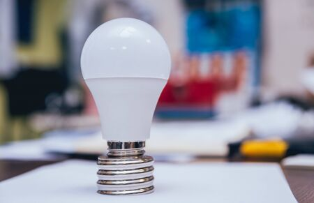 Mans hands holding shiny lamp. Light background. Standard-Bild - 147775750