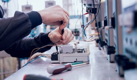 Electrician worker checking electricity meters. Electrical equipment. Background 版權商用圖片 - 148161615