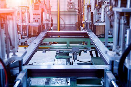 Usine de production de portes et fenêtres en aluminium et PVC.