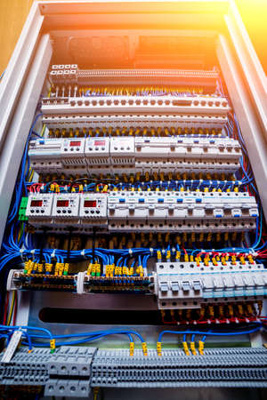 Voltage switchboard with circuit breakers. Electrical background. Banque d'images