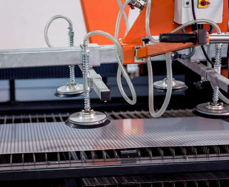 Suction cups equipment for transporting large sheets of metal