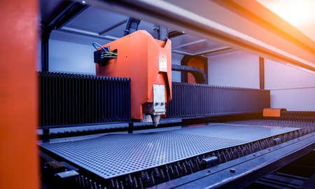The laser cutting machine cutting the sheet of metal Standard-Bild