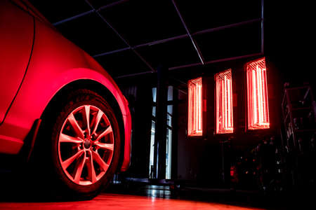 Infrared lamps for drying of car body parts after applying save gloss coating Standard-Bild