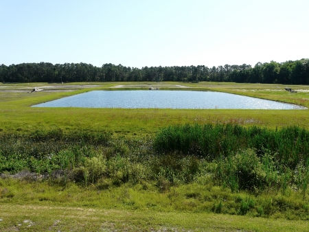 fischerei: Pond und Ausr�stung am Welaka National Fish Hatchery, Florida. Betrieben von der US Fish and Wildlife Service, wirft sie Fische f�r den Besatz der Fischerei. Lizenzfreie Bilder