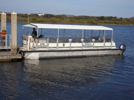 ST AUGUSTINE, FLORIDA-FEBRUARY 6, 2019: A park ranger prepares to ferry passengers to Fort Matanzas on the San Pelayo, named for the flagship of Pedro Menendez de Aviles, who founded St. Augustine. 報道画像