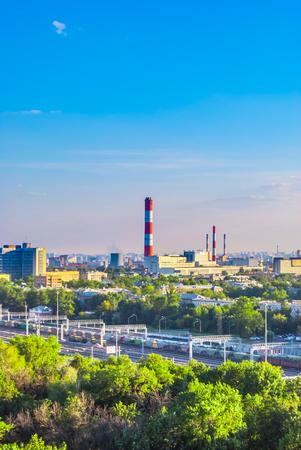 paesaggio industriale: Paesaggio industriale con una centrale termica Archivio Fotografico