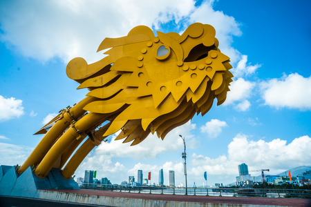 Hoofd deel van Dragon brug in Da Nang, Vietnam.
