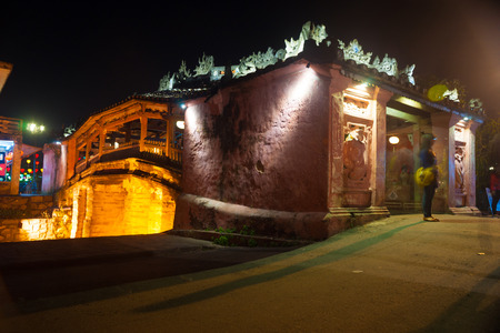 hoi an: Old japanese bridge at night in Hoi An, Vietnam