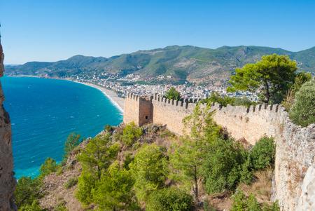 burcht van Alanya en het strand Cleopatra, Antalya, Turkije