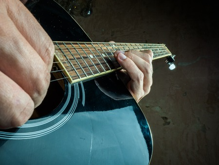 guitare 6 mains
