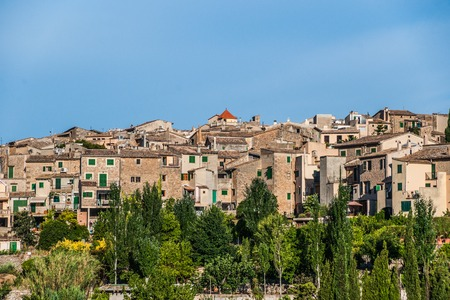islas: Beautiful view of the small town Valldemossa situated in  picturesque mountains on Mallorca island, Spain. Stock Photo