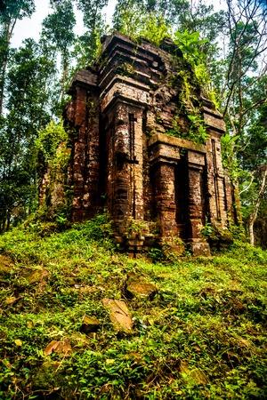 Mon Fils, tamples Ancient hindous de la culture Cham au Vietnam près des villes de Hoi An et Da Nang. Banque d'images - 54555015