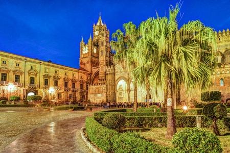 Kathedraal van Palermo in de nacht, Sicilië, Italië