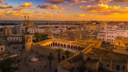 Prachtige zonsondergang in Sousse, Tunesië.