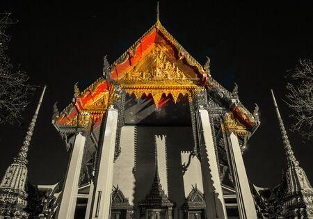 architecture monumental: The beautifully decorated pagodas of Wat Pho temple at night. Stock Photo
