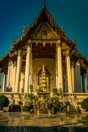 lejos: The Chapel of Wat Suthat.