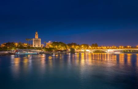 Mening van Gouden Toren, Torre del Oro, Sevilla, Andalusië, S