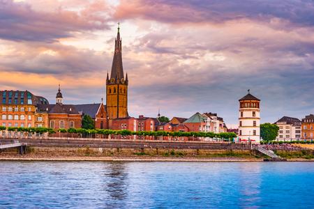 Mening bij de stadshorizon centraal Dusseldorf van de Rijn, Dusselfdorf Duitsland Stockfoto