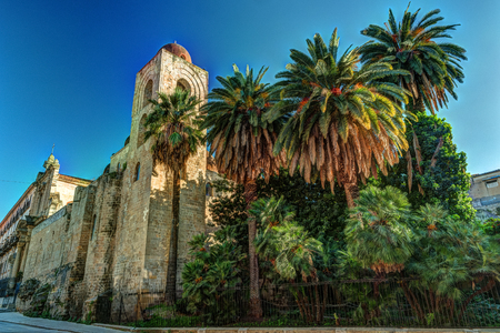 Igreja de São João dos Hermitas em Palermo. Sicília. Banco de Imagens