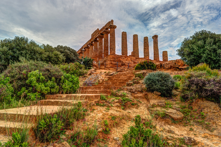 Temple of Juno - ancient Greek landmark in the Valle dei Templi outside Agrigento, Sicily 免版税图像