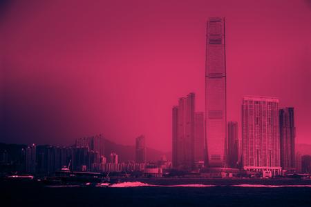 West Kowloon vu de l'île de Hong Kong sur le port de Victoria, Hong Kong Banque d'images