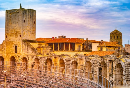 Arles Old Town and roman amphitheatre, Provence, France in dramatic sunset light Banque d'images - 122533835