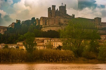 Panoramic view at the Old Bridge over Orb river with Cathedral of Saint Nazaire in Beziers Stock fotó
