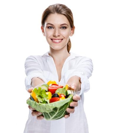 メリー ヨーロッパ女性野菜サラダ - 白い背景で隔離