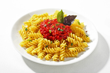 low cal: Expertly cooked macaroni with sauce - a portion of cooked macaroni served with an accompanying sauce on white ceramic plate Stock Photo