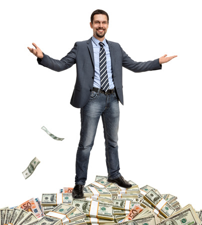 ジャック ポットをヒット - ラッキー紳士は、白い背景で隔離の-お金に囲まれて自分自身を提示