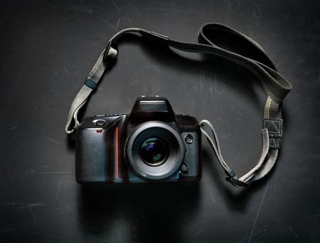 黒い背景にプロのカメラ 写真素材