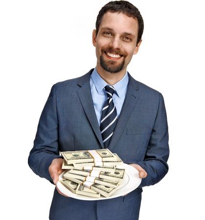 generoso: Propuesta de crédito - exitoso hombre de negocios ofreciendo dinero a usted para ir de compras - aislado en fondo blanco