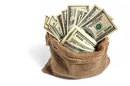 remuneraciones: Bolso con el dinero - estudio de fotografía de bolsa con billetes de cien dólares Foto de archivo