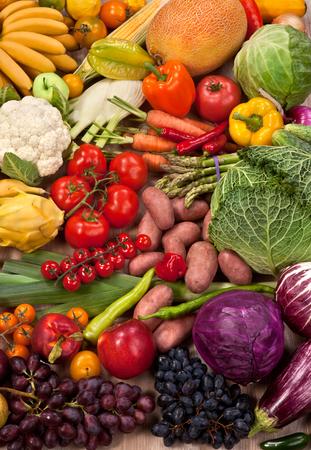 自然食品背景 - 熟した果物の市場での食べ物の写真 写真素材