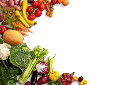 Gezond voedsel achtergrond - studio foto van verschillende vruchten en groenten op witte achtergrond
