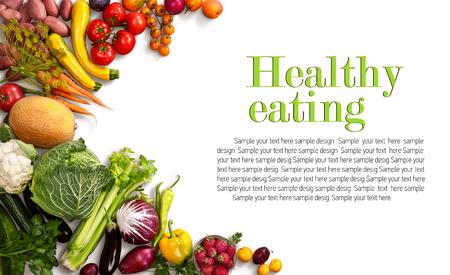 Gezond eten achtergrond - studio foto van verschillende vruchten en groenten op witte achtergrond