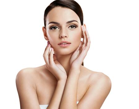 masaje facial: Modelo de moda joven con Encanto