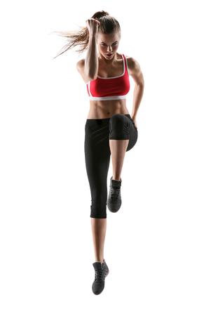 gimnasia aerobica: Mujer de la aptitud de aeróbic. Fresh enérgica instructor de fitness femenino haciendo aeróbicos. Entrenamiento blanco Hermosa chica de fitness Europeo