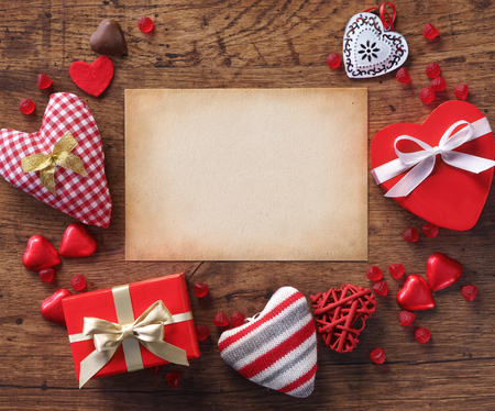 st  valentin: Valentine message on old paper on wooden background. Valentines Day concept