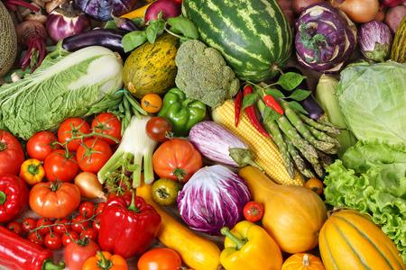 スーパー フード背景、市場で野菜を様々 な食べ物の写真