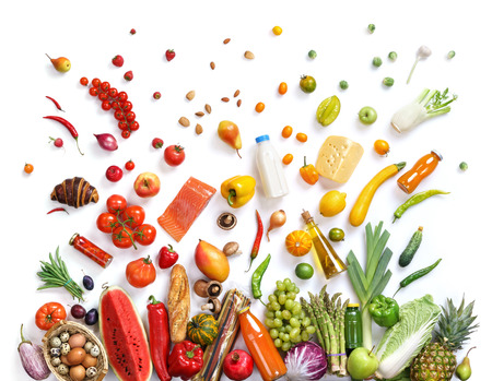 abarrotes: La alimentaci�n saludable fondo, fotograf�a de estudio de diferentes frutas y verduras en el contexto blanco. Fondo de la comida sana, vista desde arriba. Producto de alta resoluci�n,