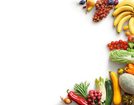 Gesunde Ernährung Hintergrund. Lebensmittel photography verschiedene Früchte und Gemüse weißen Hintergrund. Kopieren Sie Raum. Hochauflösende Produkt