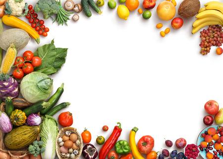 Fondo de la comida orgánica. la fotografía de alimentos diferentes frutas y verduras aislados fondo blanco. Espacio de la copia. Producto de alta resolución Foto de archivo