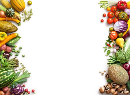 Gezond eten achtergrond. Eten photography andere groenten en fruit geïsoleerd witte achtergrond. Kopieer ruimte. Hoge resolutie product