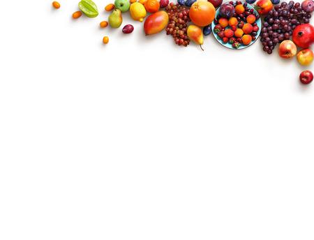fondo de frutos sanos. Foto del estudio de diferentes frutas aislado fondo blanco. Producto de alta resolución. espacio de la copia