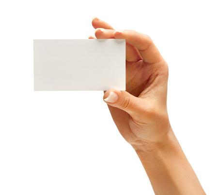 白い背景で隔離のビジネス カードを持っている女性の手。クローズ アップ