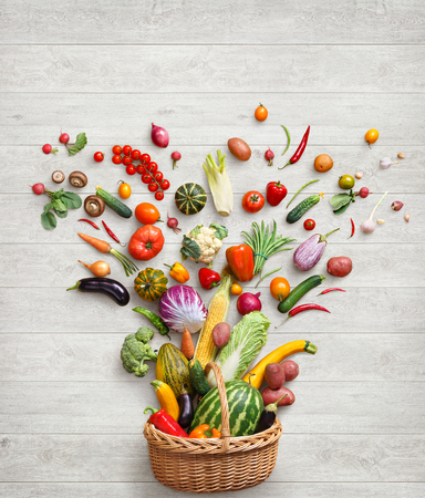 健康食品の背景。 白い木製のテーブルにさまざまな野菜のスタジオ撮影。平面図、高解像度の製品です。 写真素材