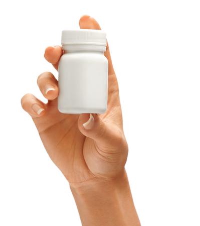 Vrouw de hand houden fles voor pillen geïsoleerd op een witte achtergrond. Palm up, close-up. Hoge resolutie product. Stockfoto